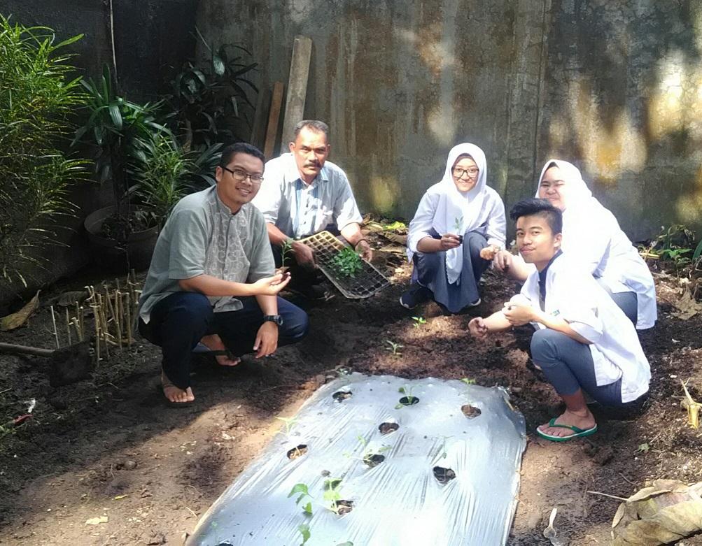 Wirausaha berbasis pertanian - SMA Insan Cendekia Al Kausar Islamic Boarding School